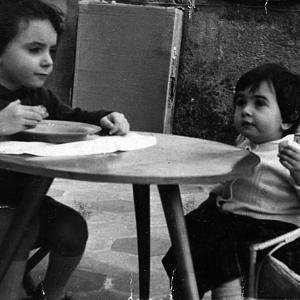 COLAZIONE DI LAVORO - Due protagonisti dello studio Ikona – Fabrizio M. Rossi e Marialidia Rossi – durante un'importante colazione di lavoro.